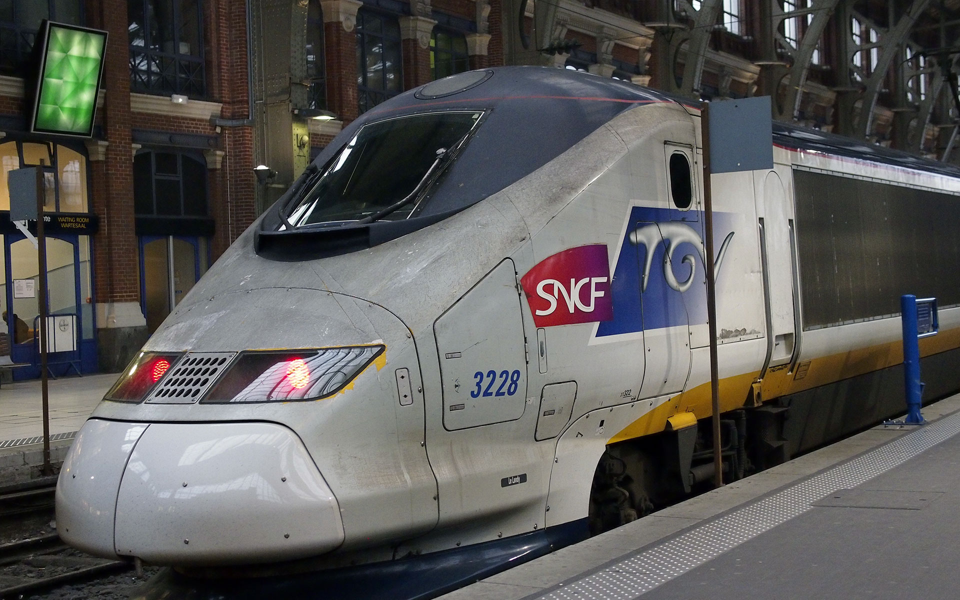 A TGV train at Gare de Lille Flandres station (© hidden europe).