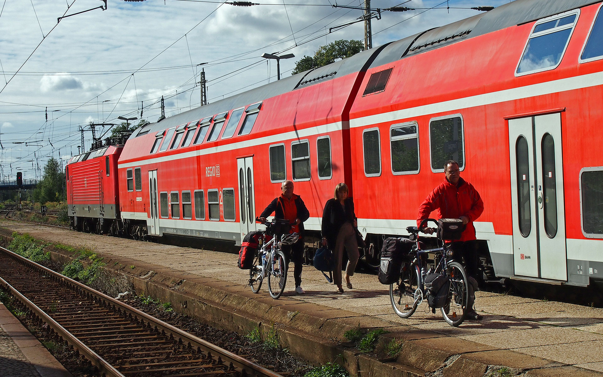 DB Regio with its distinctive red rolling stock pitches into the busy Berlin to Hamburg market from 14 April 2014 (photo © hidden europe).