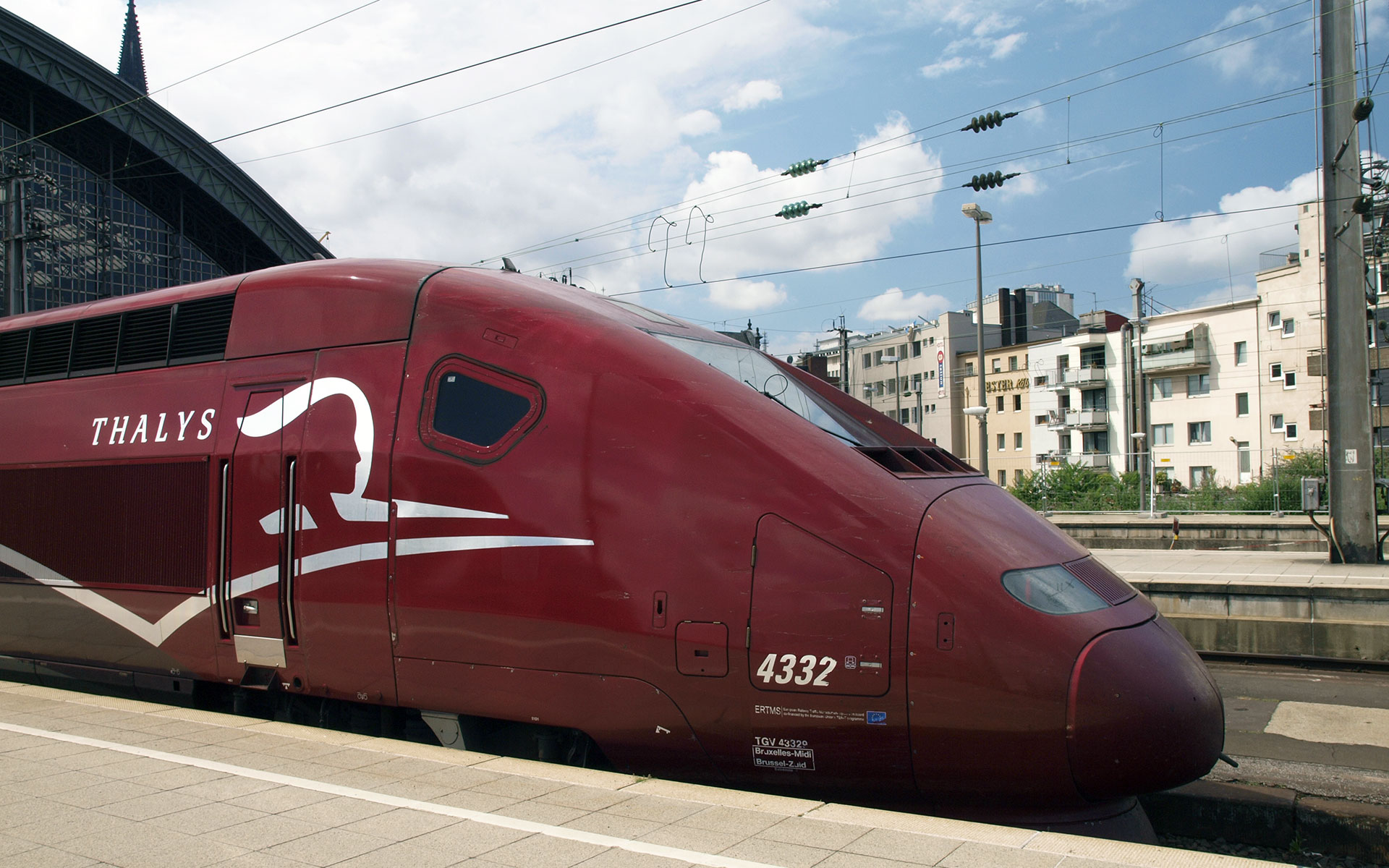 A Thalys train at Cologne station, Germany (photo © hidden europe).
