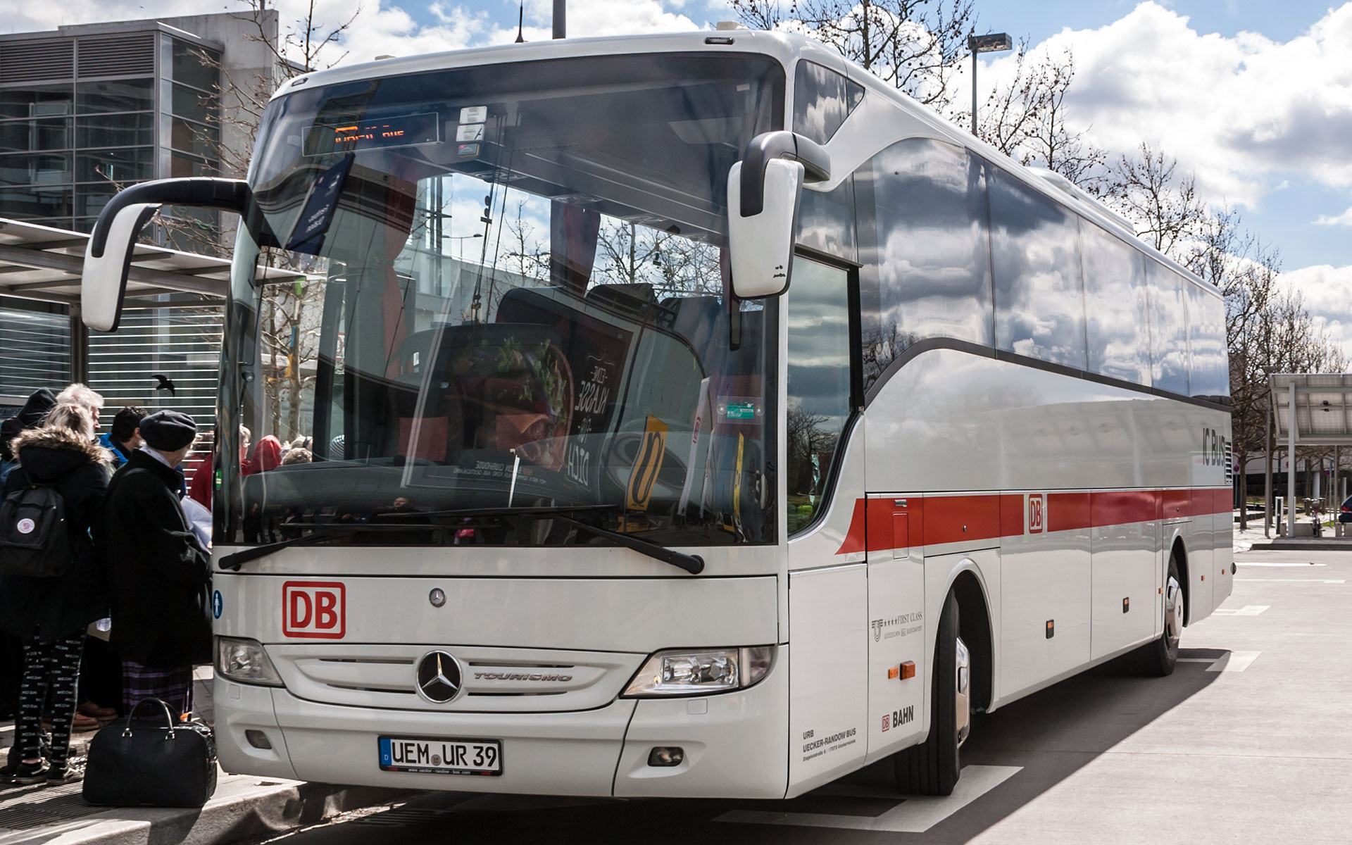 An IC-bus: 'der kleine Bruder der Bahn'. Deutsche Bahn (DB) has a growing network of international bus routes. DB markets the bus network as 'the small brother of the railway' (photo by Matti Blume).
