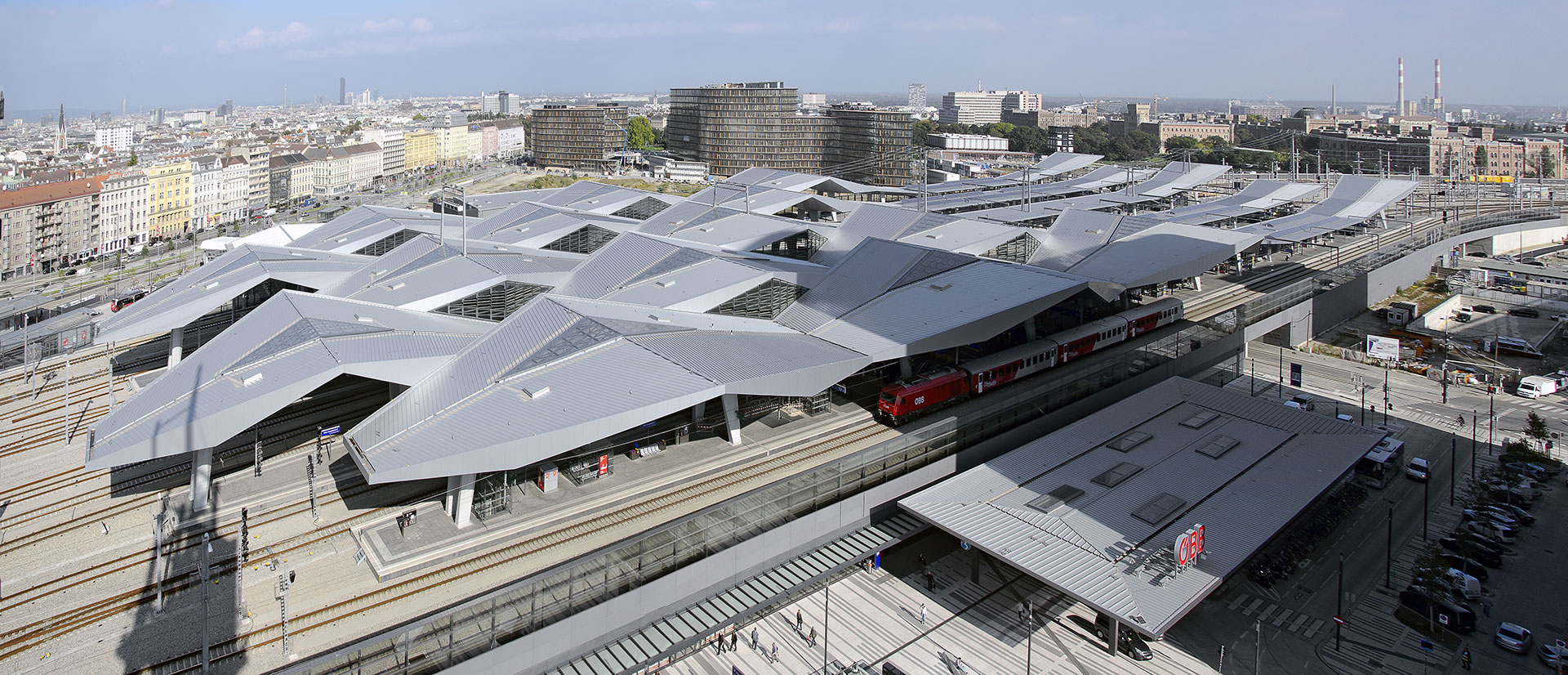 The new Hauptbahnhof in Vienna (© Leopold Brix / dreamstime.com)