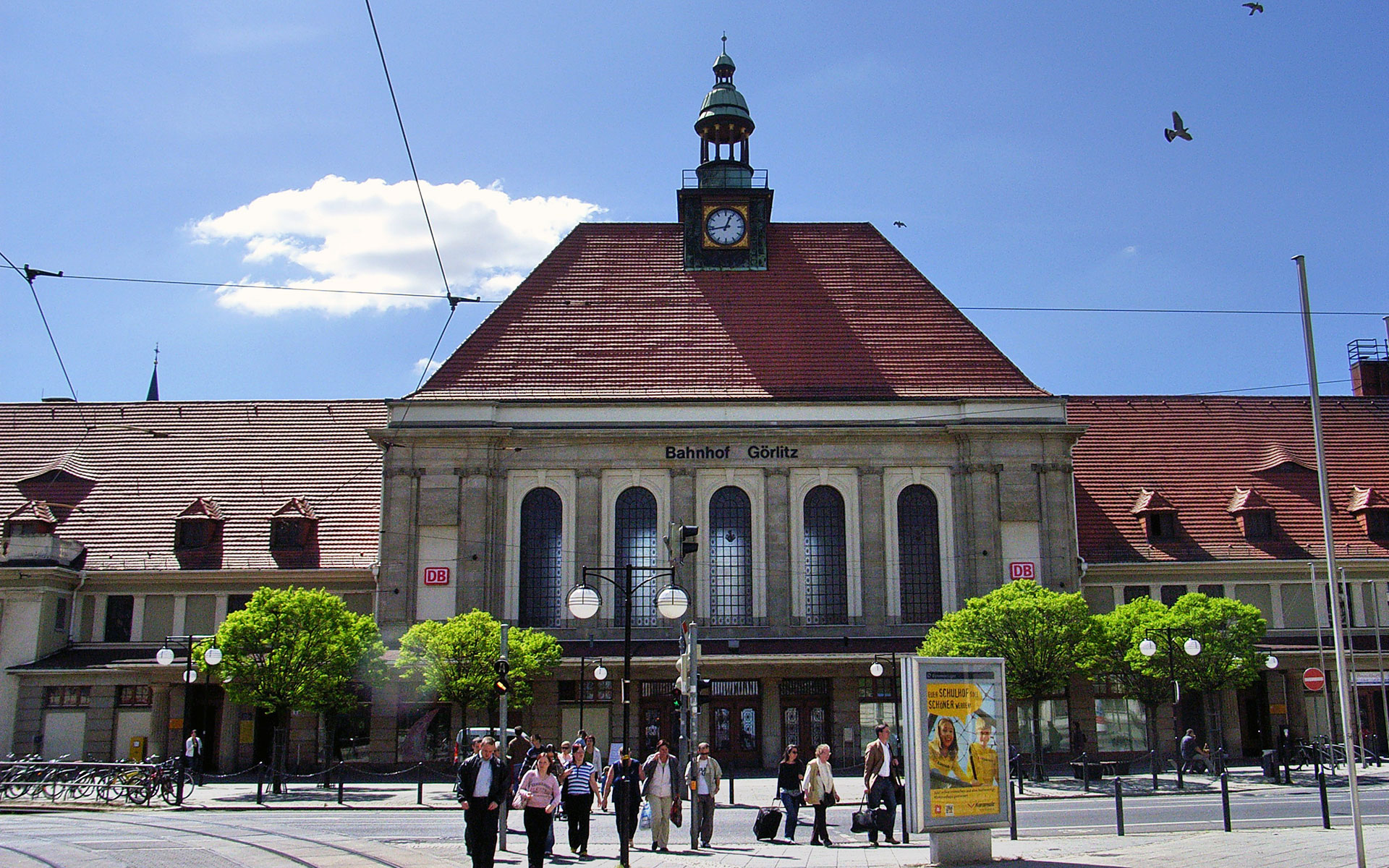 "The main station of Görlitz, Germany (<a href=""https://commons.wikimedia.org/wiki/File:Bahnhof_G%C3%B6rlitz.jpg"">photo</a> by Manecke / <a href=""https://creativecommons.org/licenses/by-sa/3.0/deed.en"">CC BY-SA 3.0</a>)"