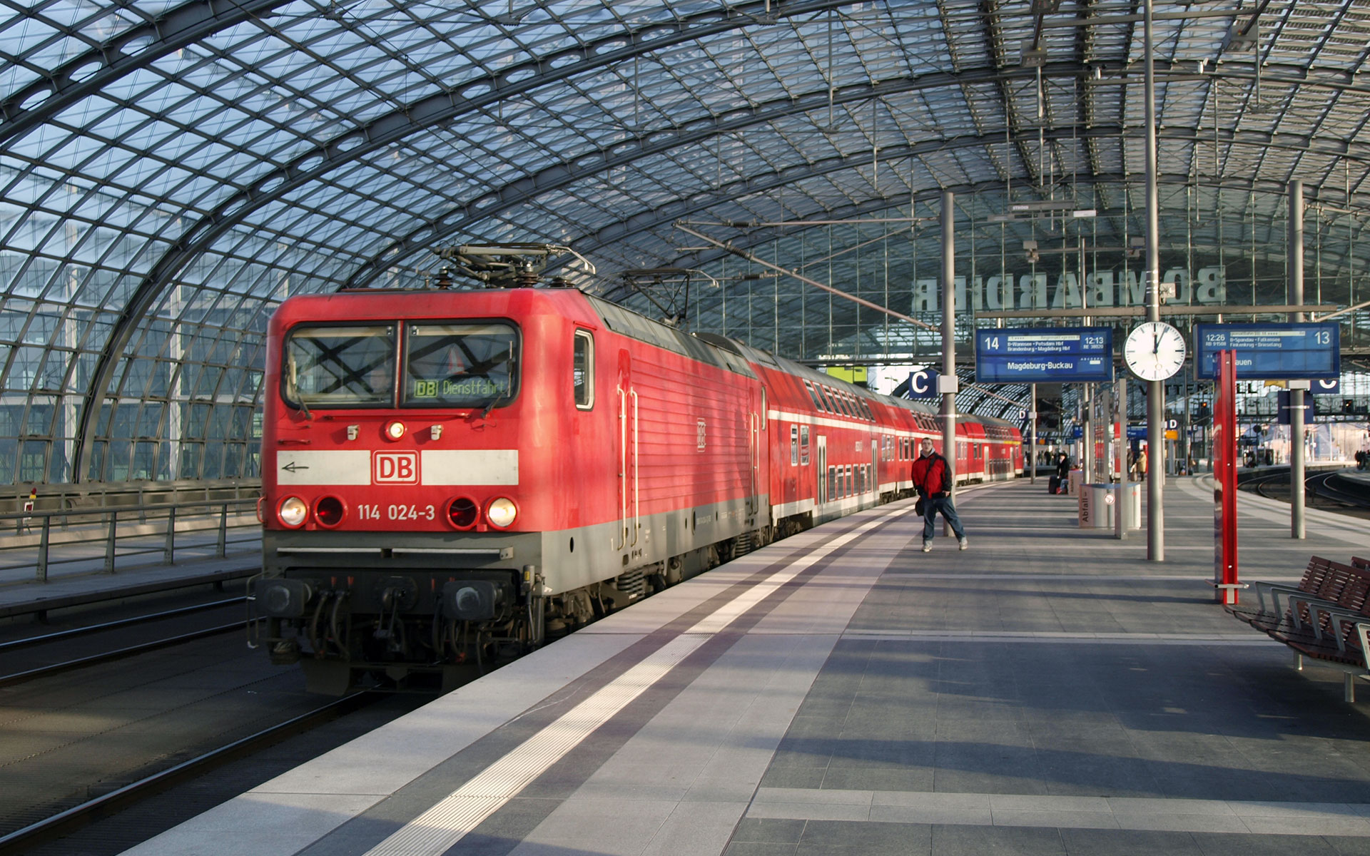 It is all change for regional train services in the Berlin region from Sunday 13 December 2016. The image shows Berlin Hauptbahnhof (photo © hidden europe).