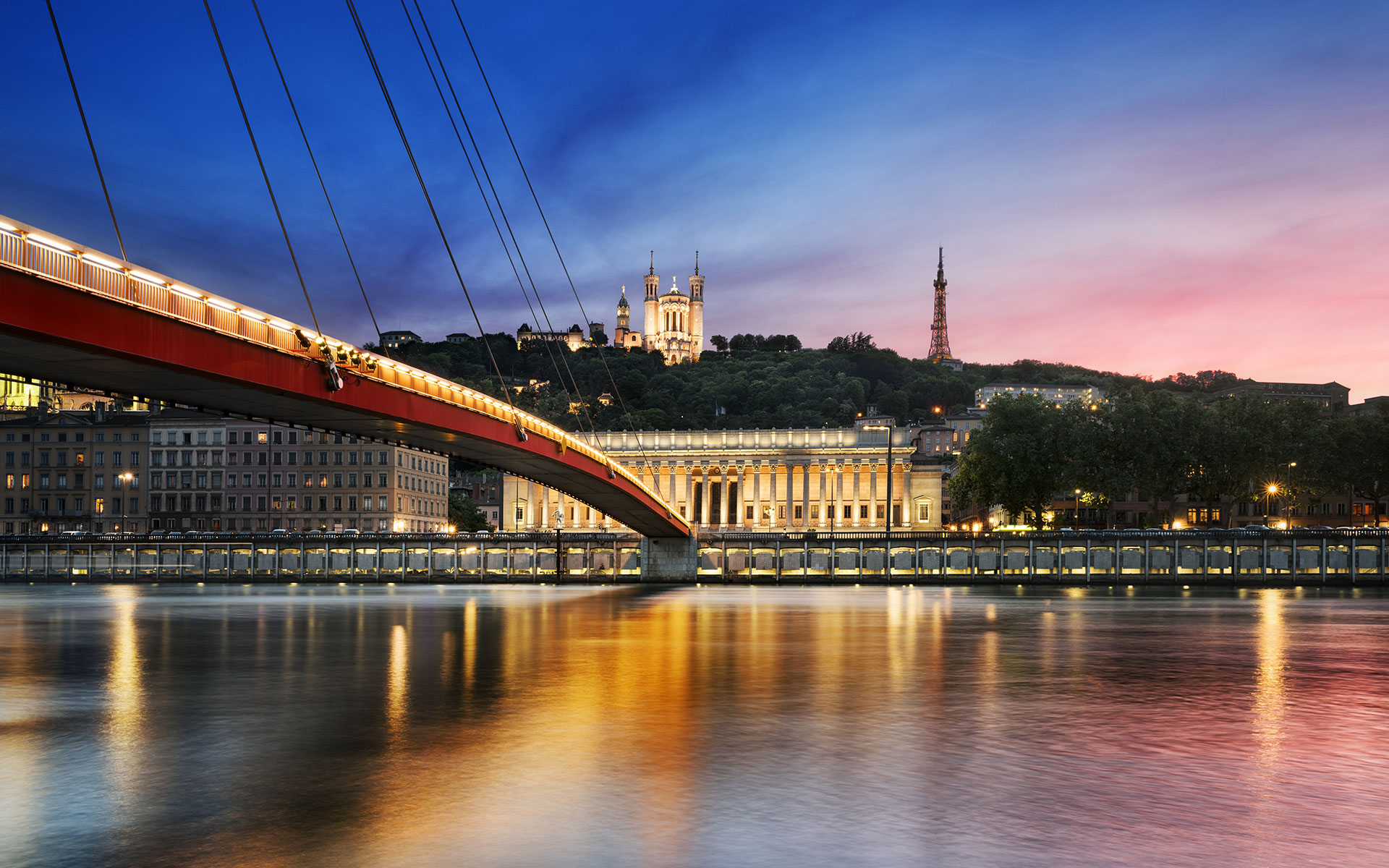 The Saone River in Lyon at sunset (photo © Beatrice Preve / dreamstime.com).