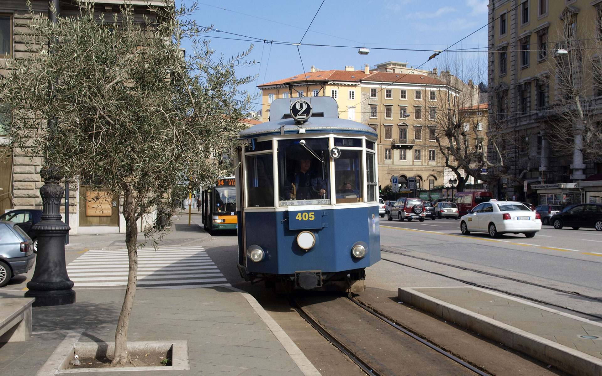Tram line 2 connects Trieste with Villa Opicina (photo © hidden europe).