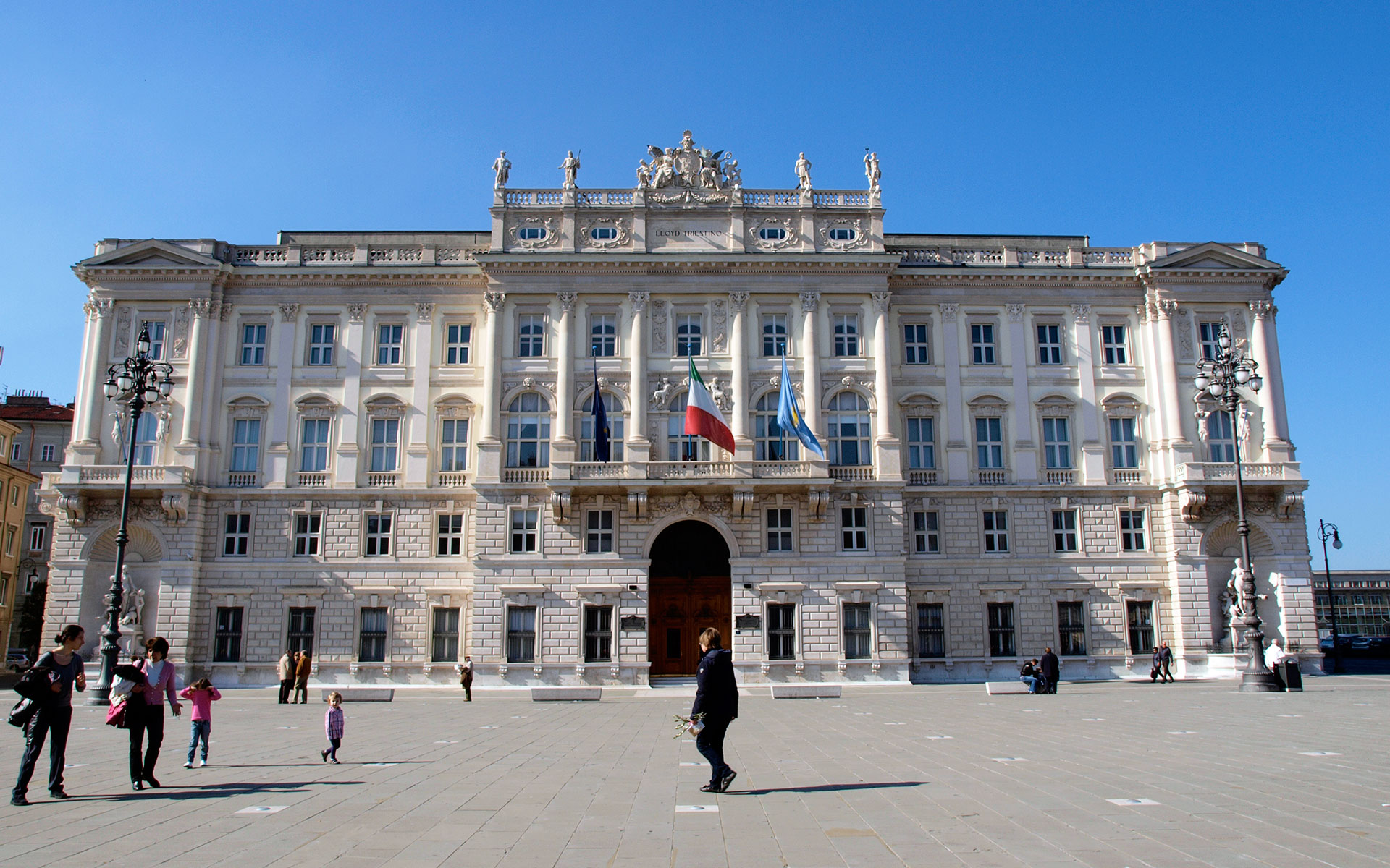 The heart of Trieste: the Piazza Unità d'Italia (photo © hidden europe)