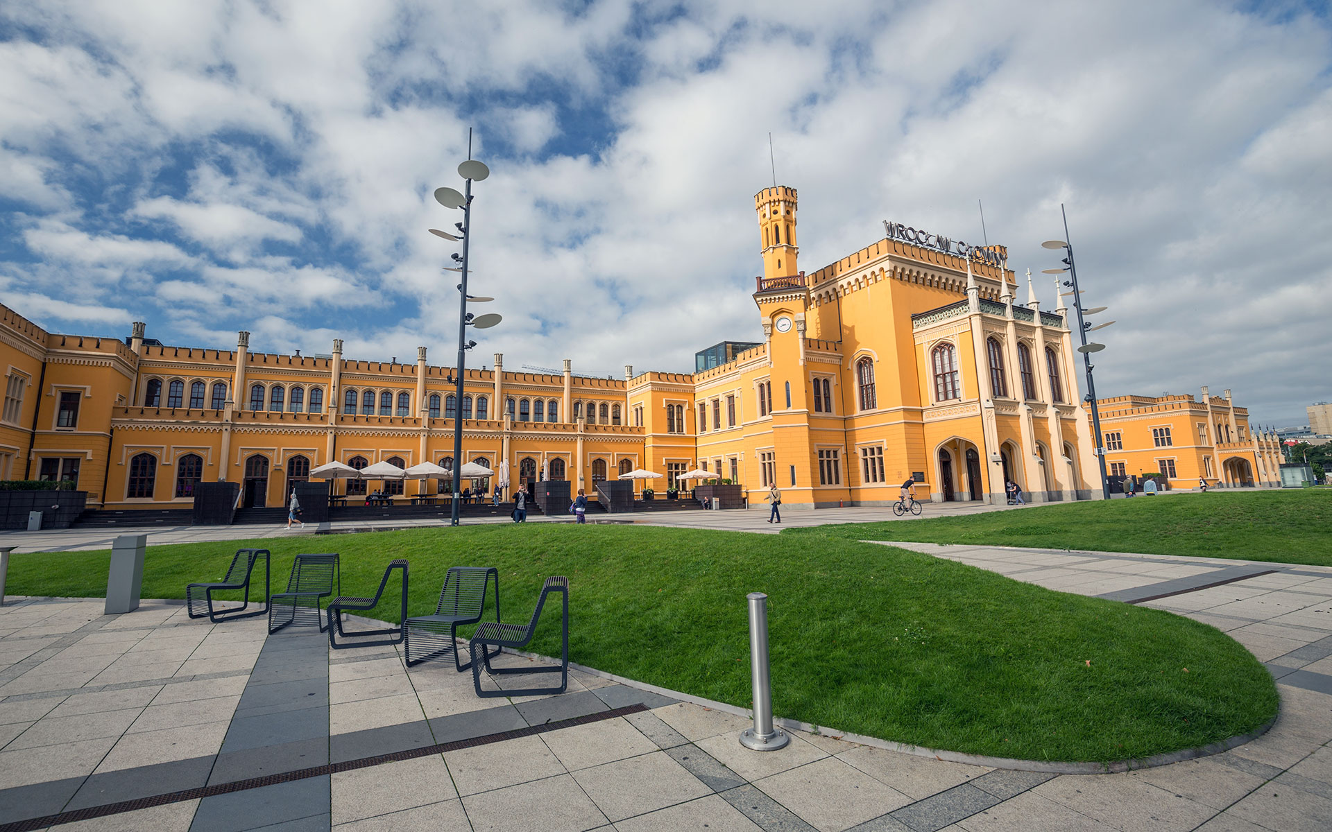 Wroclaw Glowny station (photo © Rochu2008 / dreamstime.com).