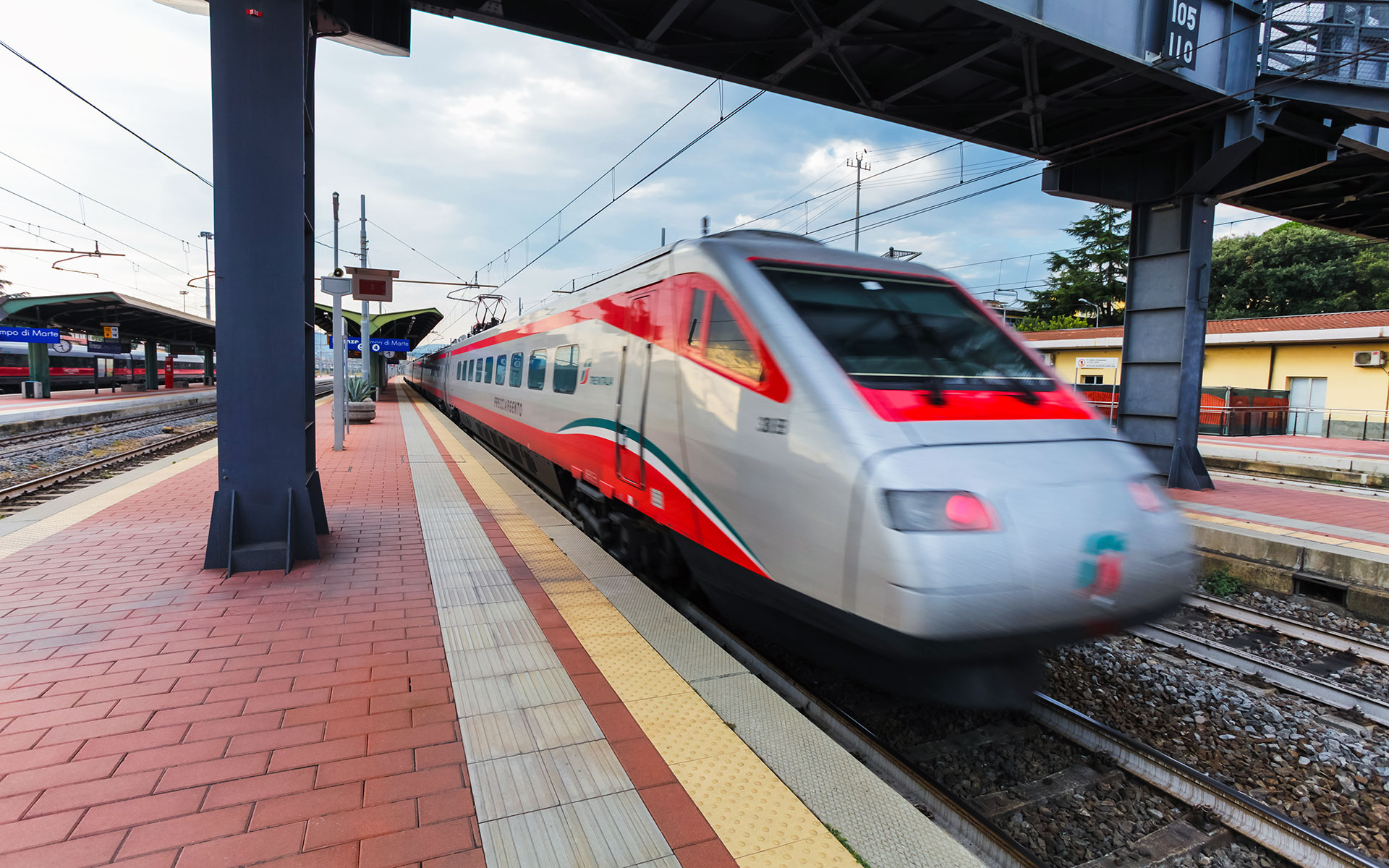 One of Trenitalia's Frecciargento trains travelling through Florence Campo di Marte station (photo © Zazamaza / dreamstime.com).
