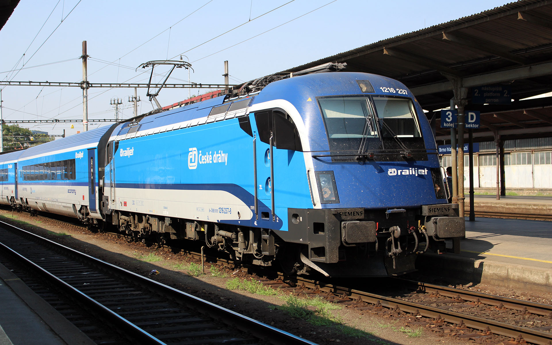 A Railjet operated by Czech Railways (CD). Here at Brno station (photo © Michal Kapes / dreamstime.com).
